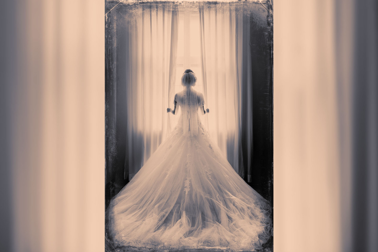 beautiful-bride-window-matthias-friel