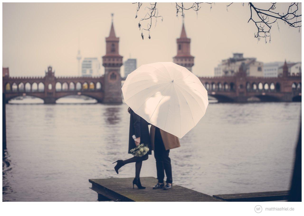 Hochzeit – Paarshooting Oberbaumbrücke Berlin