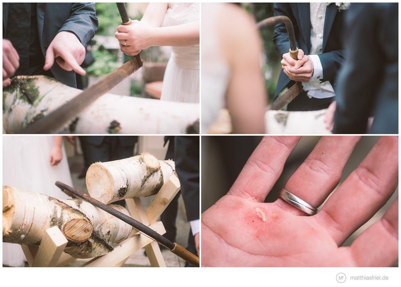 Hochzeitsbräuche – Baumstammsägen