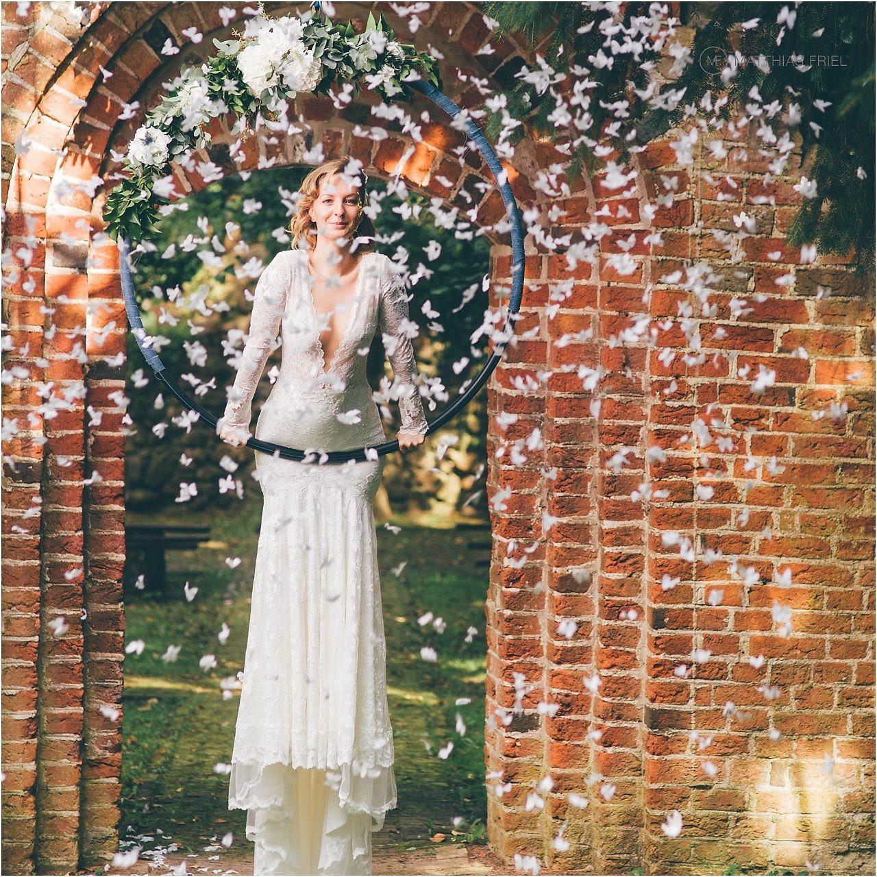 Brautkleid in luftiger Höhe – als Braut am Trapez ist mit Olvi\'s ...
